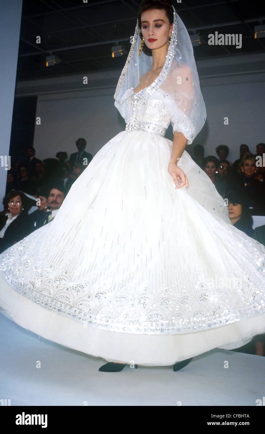 Chanel Haute Couture Frühjahr Sommer Modell Ines De La Fressange ...
