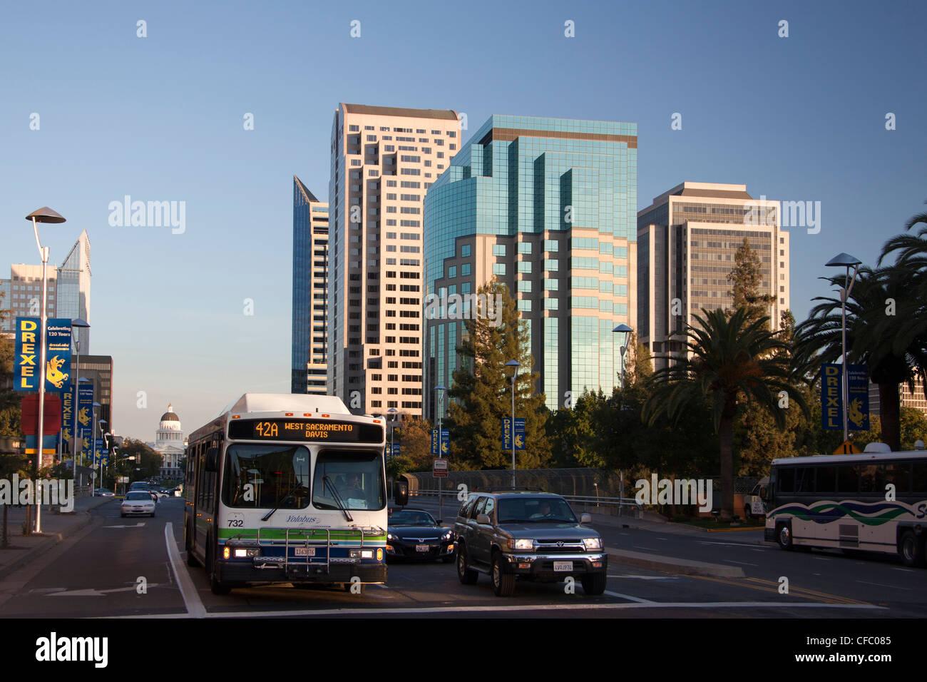 USA, USA, Amerika, Kalifornien, Sacramento, Stadt, Capitol Mall, Bus, Capitol, Skyline, touristische Stockbild