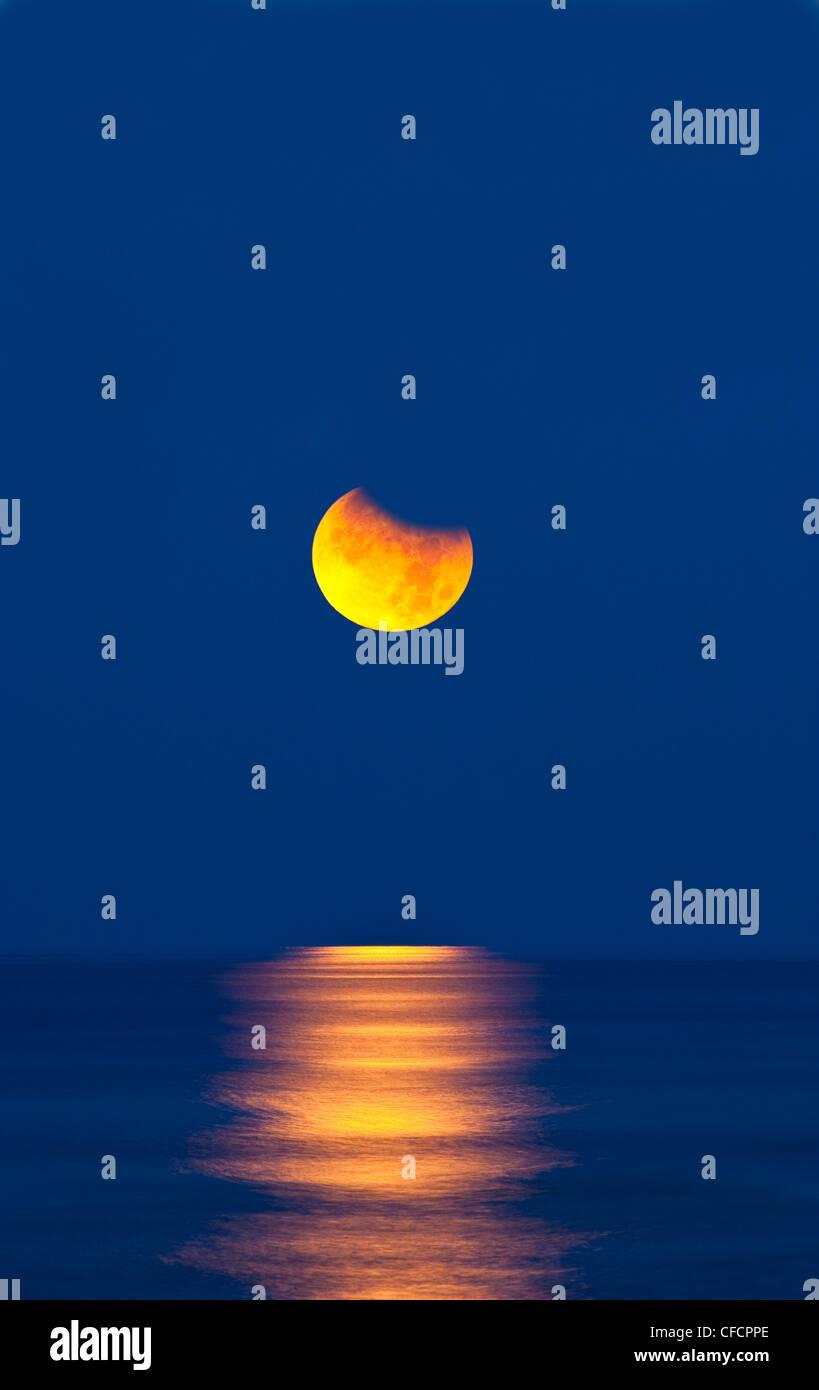 Partielle Sonnenfinsternis des Mondes über dem Golf von Mexiko am Morgen des 26. Juni 2010 einstellen. Stockbild