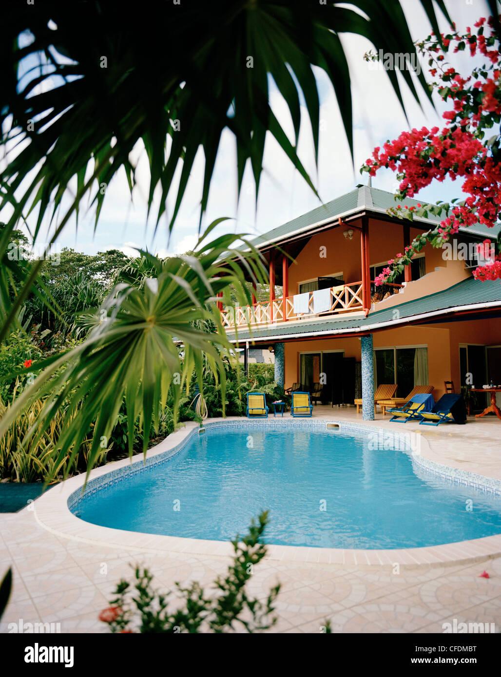 Verlassenen Pool von La Diguoise Guesthouse in La Passe, La Digue, La Digue und Inner Islands, Seychellen, Indischer Stockbild