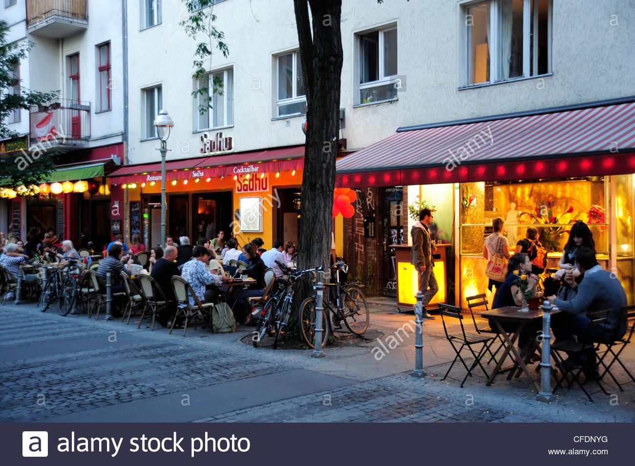 Cafe Bar Am Abend Straße In Kreuzberg Schlesisches Tor Berlin