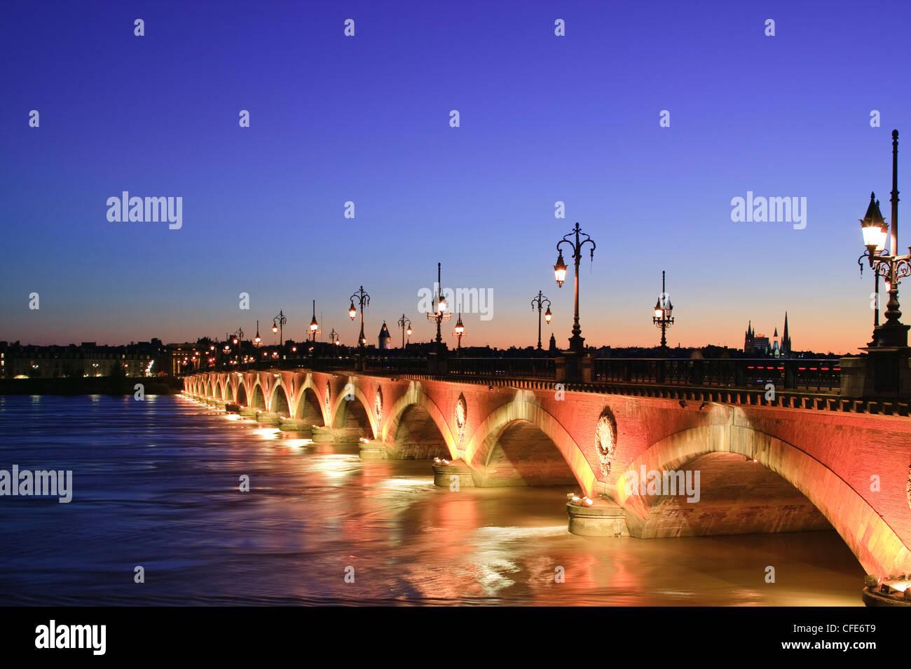 Pont de Pierre Brücke über La Garonne Bordeaux Gironde Nouvelle-Aquitaine Frankreich Stockbild