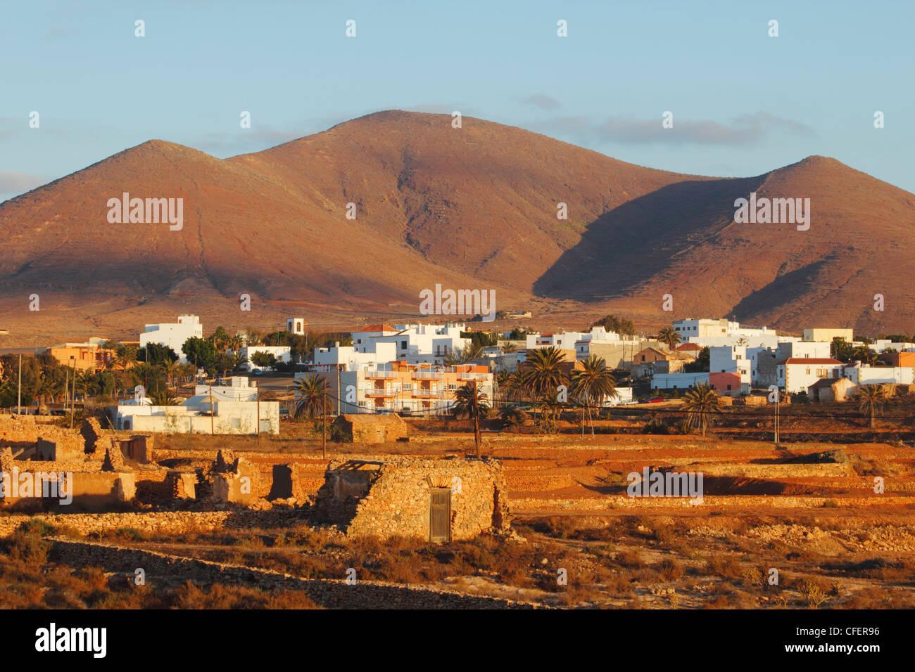 Tuineje Dorf bei Sonnenaufgang. Fuerteventura, Kanarische Inseln, Spanien Stockbild
