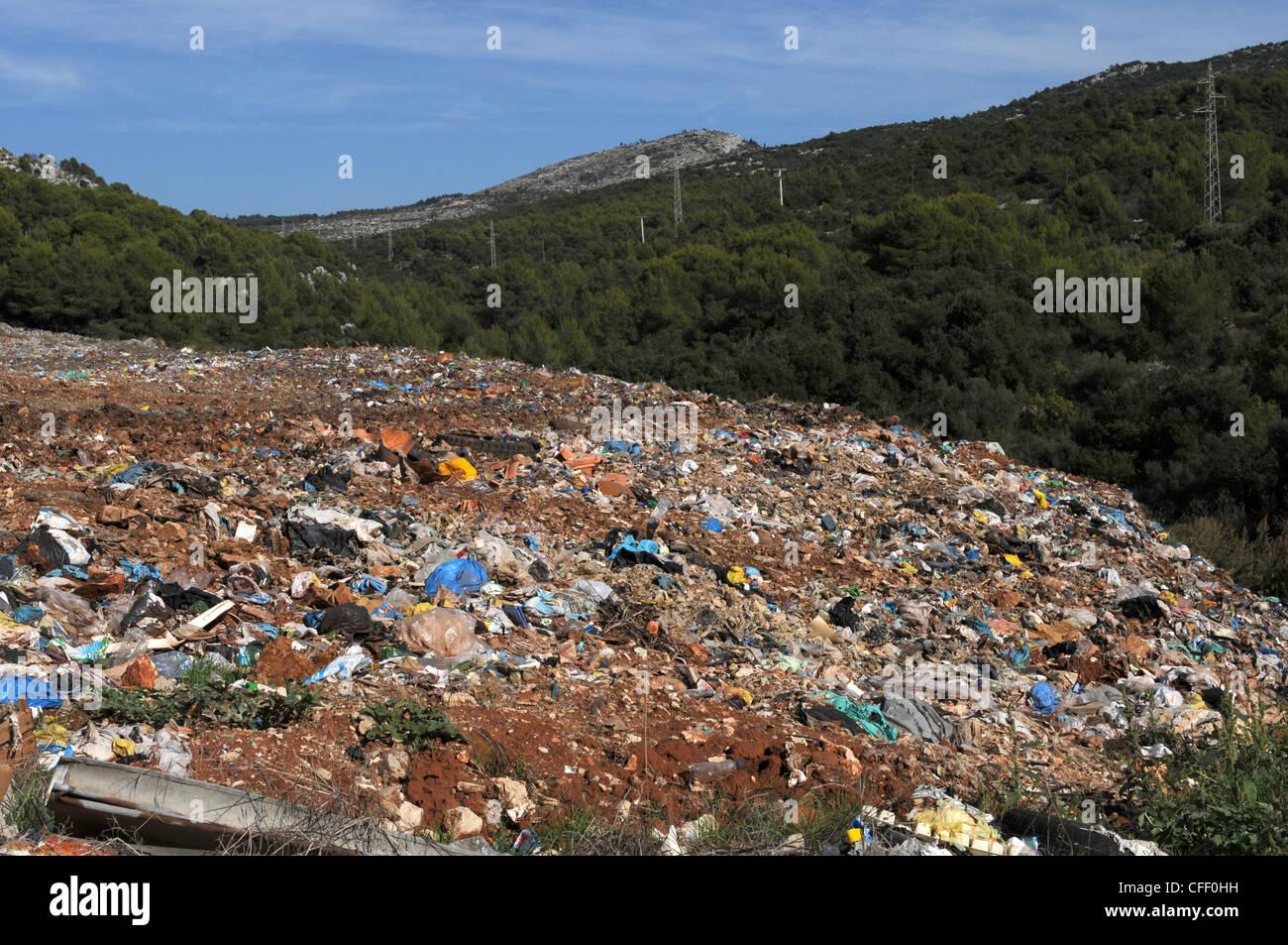 Mülldeponie in Hvar, Kroatien Stockbild