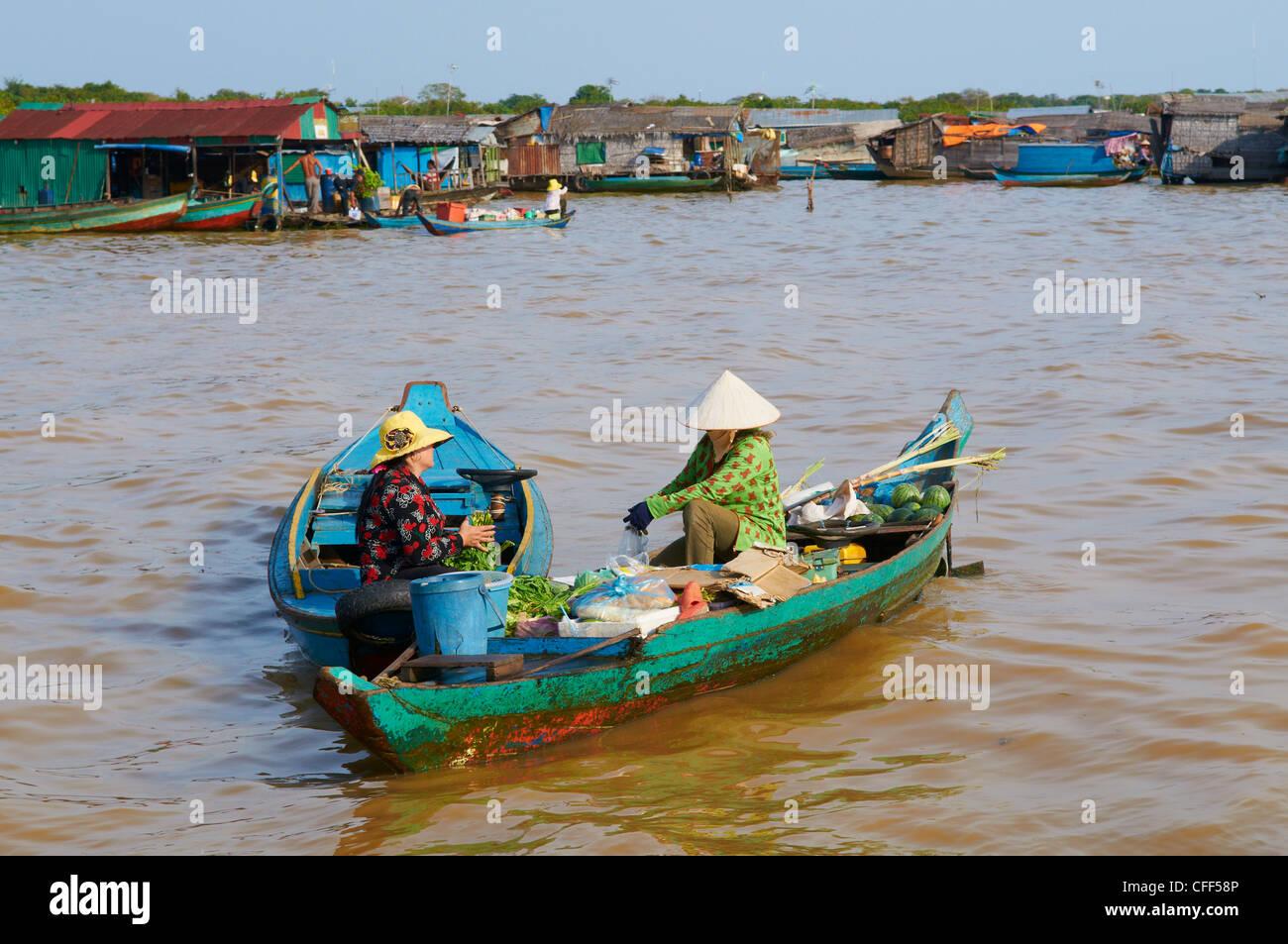 Schwimmende vietnamesischen Dorf, See Tonle Sap, UNESCO-Biosphärenreservat, Kambodscha, Indochina, Südostasien, Stockbild
