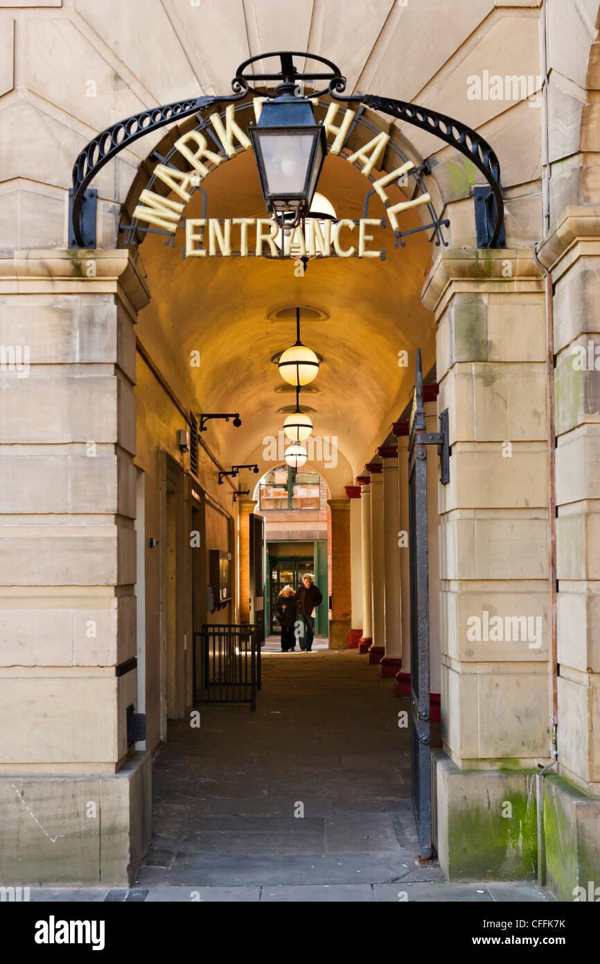 Eingang in die Markthalle Markt Platz, Derby, Derbyshire, East Midlands, England, UK Stockbild