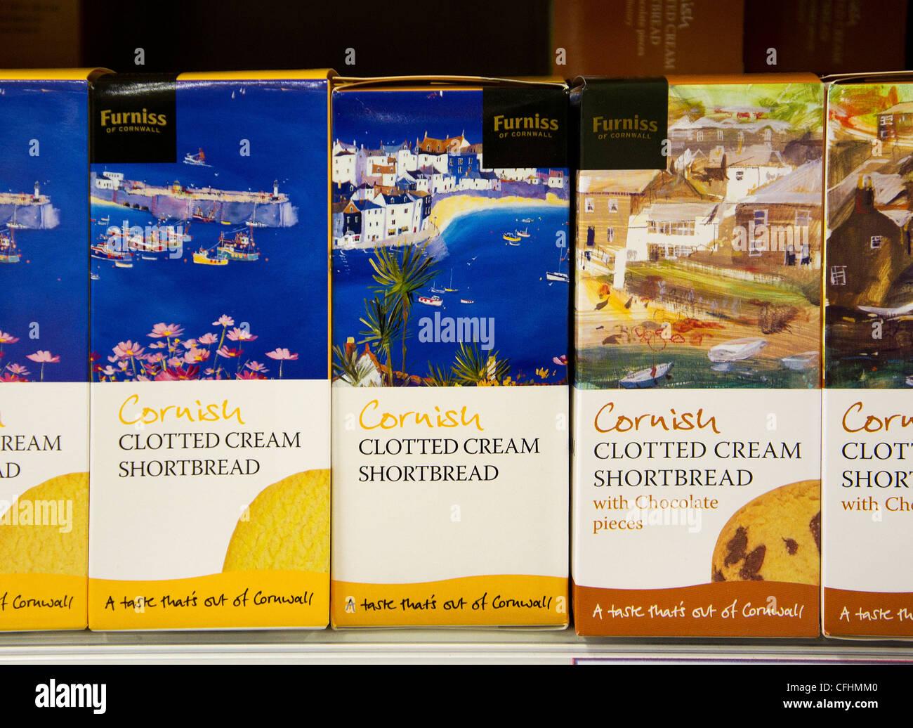 Boxen der kornischen Kekse in eine britische Supermarktkette Stockbild