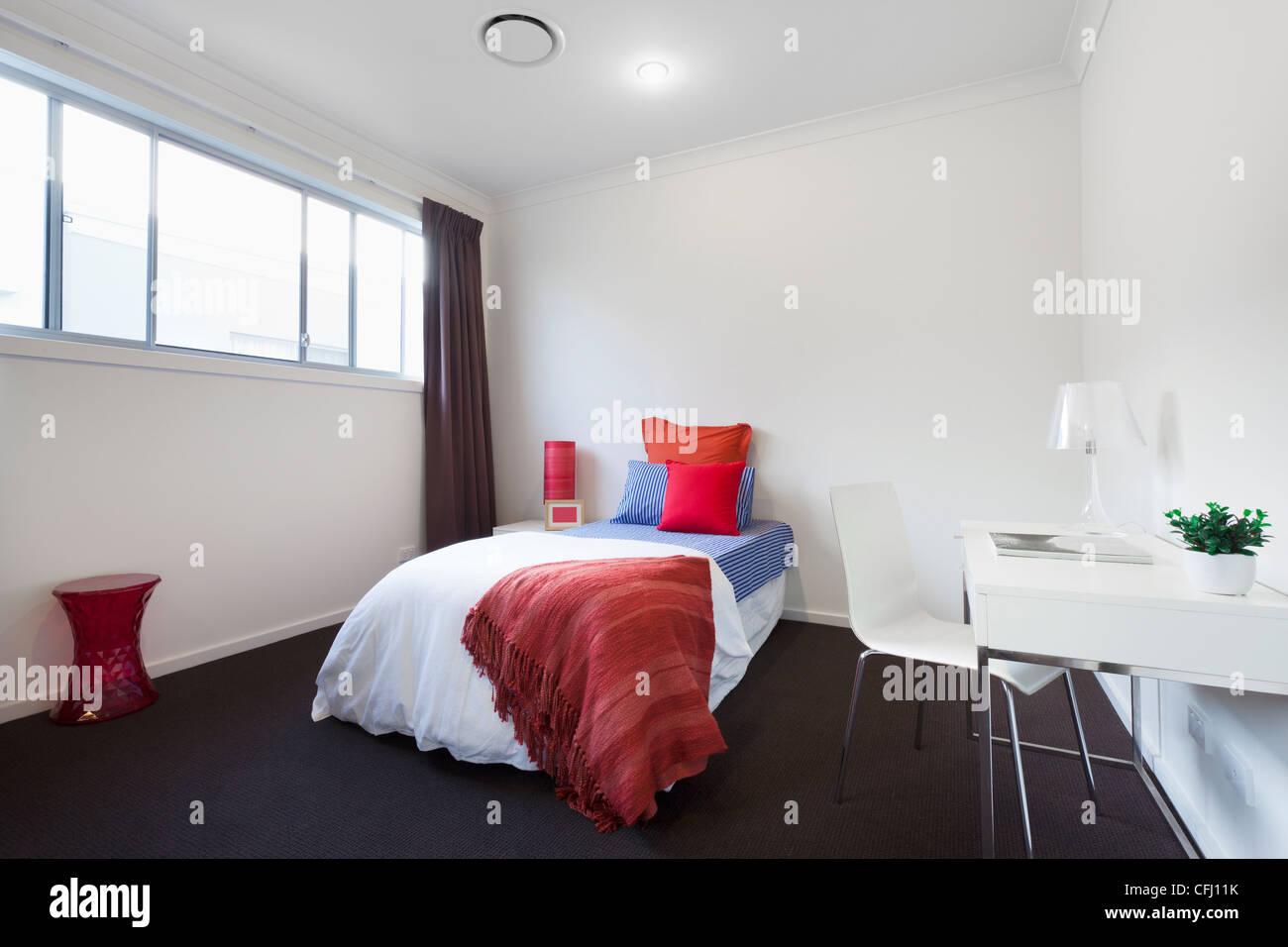 White Walls Bedroom Stockfotos & White Walls Bedroom Bilder - Alamy