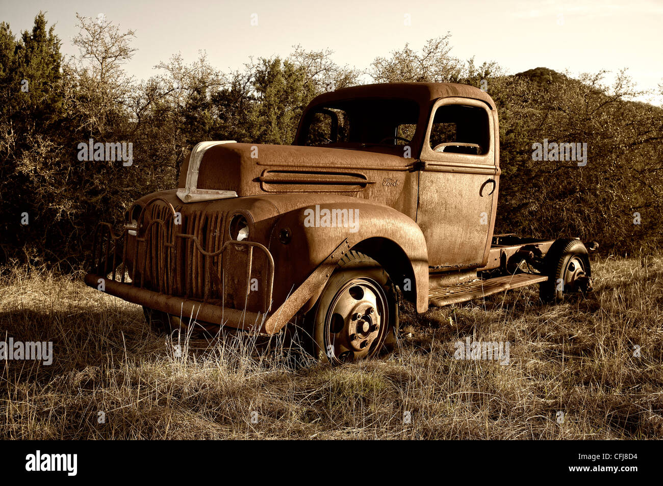 rostige alte ford oldtimer pickup truck stockfoto bild. Black Bedroom Furniture Sets. Home Design Ideas
