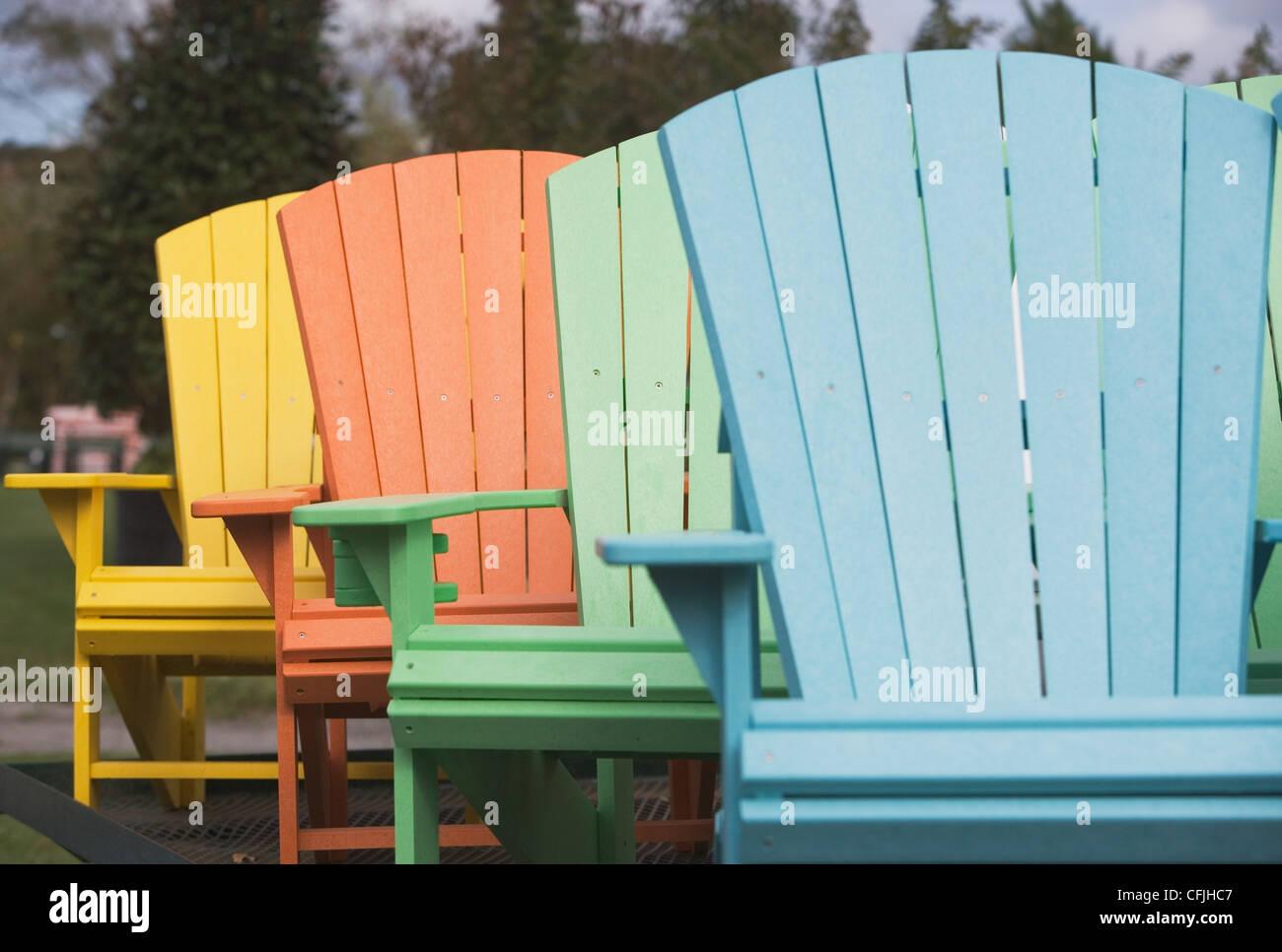 Bemalte Stühle bemalte stühle stockfoto bild 44049383 alamy