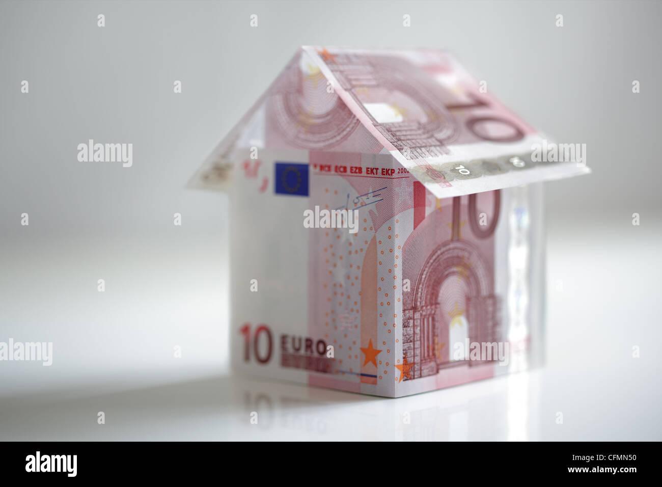 Haus aus EU-Währung Stockbild