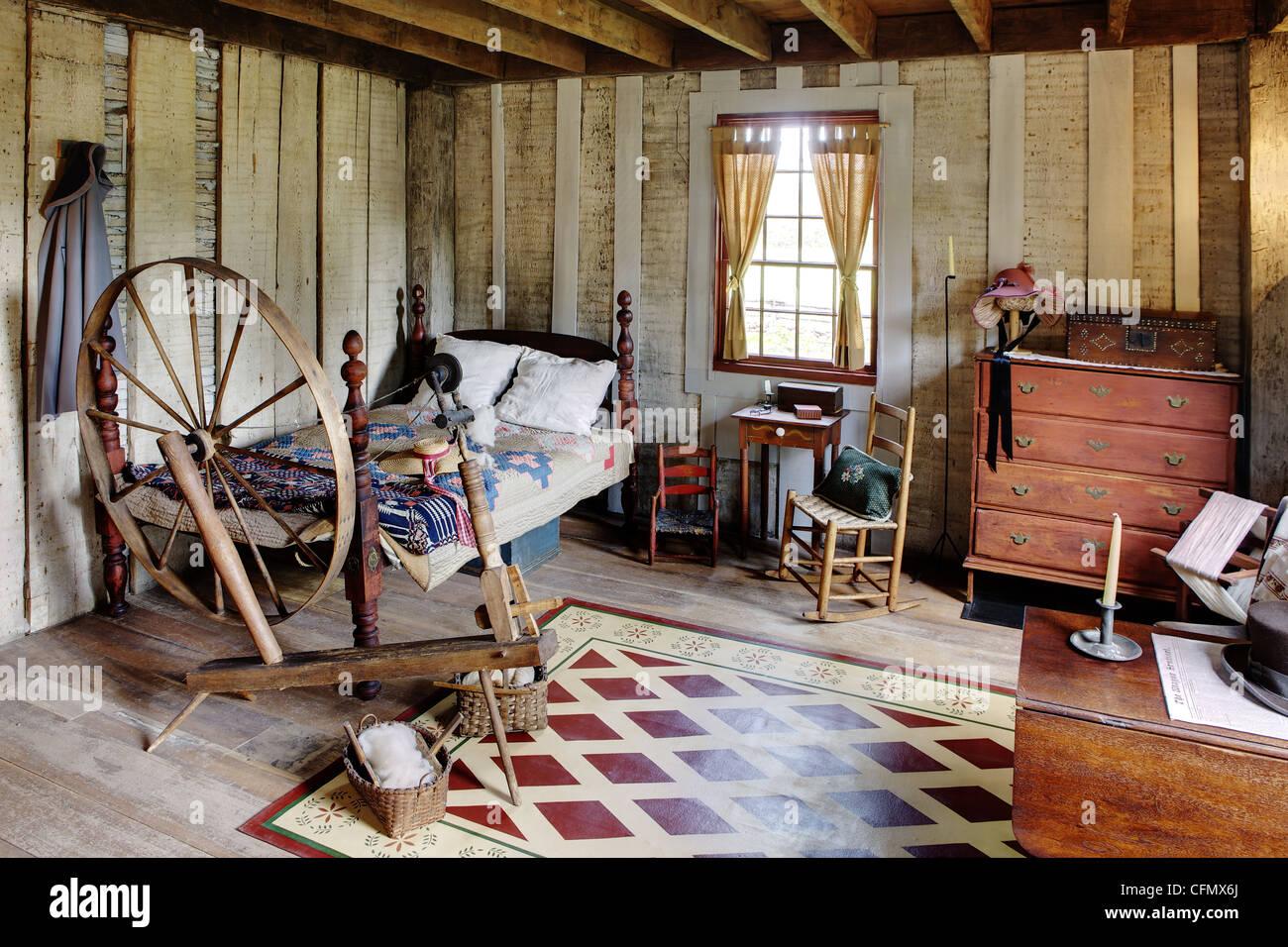 Authentisches Schlafzimmer im Kolonialstil nach Hause Stockfoto ...