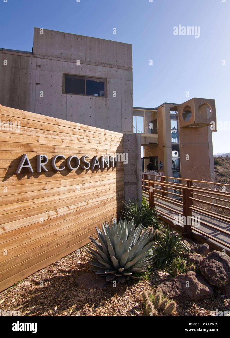 Arcosanti, eine experimentelle Stadt in der Wüste von Arizona, gebaut, um Paolo Soleris Konzept der Arkologie Stockbild