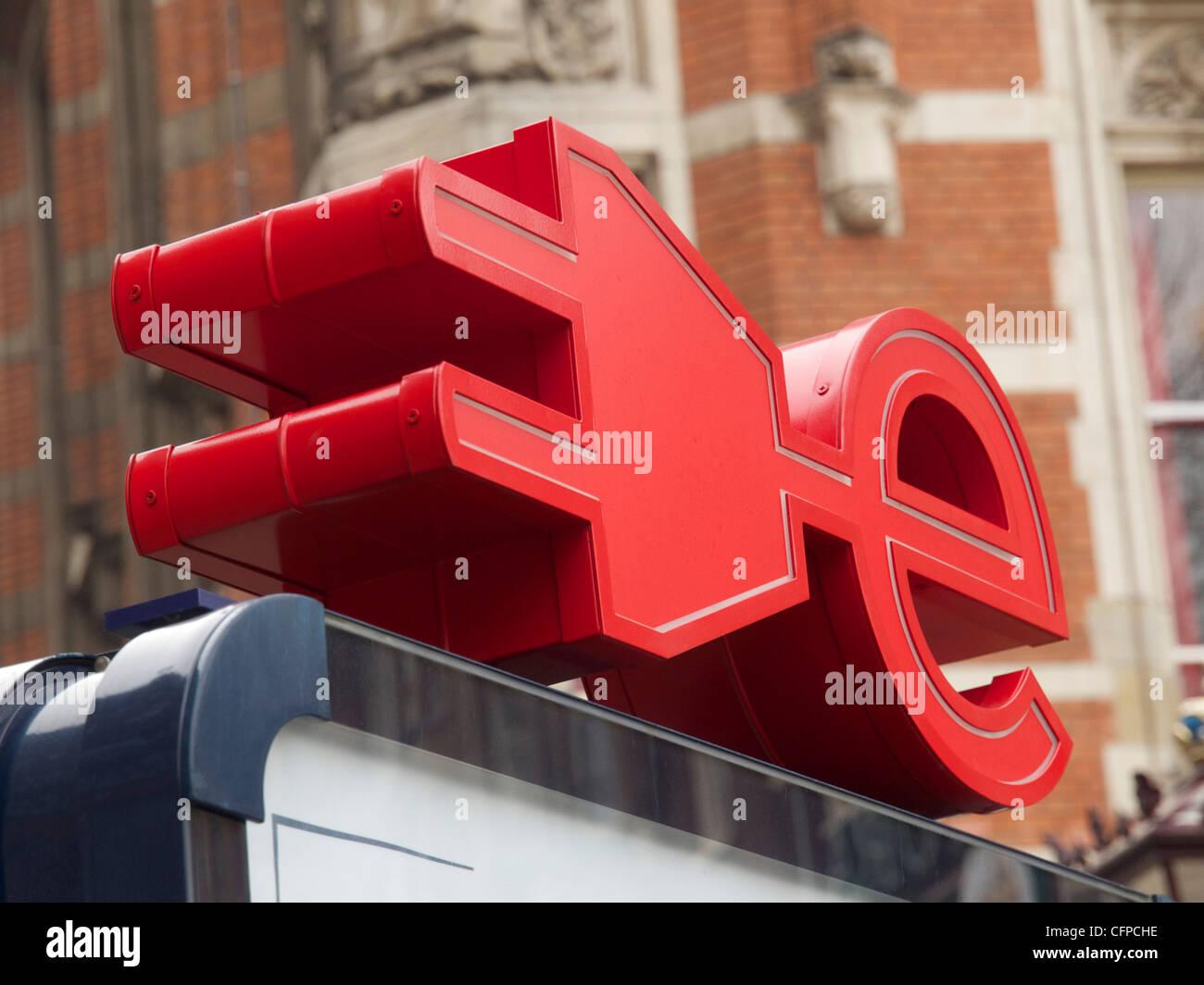 Amsterdam-Elektrisch Logo Elektrofahrzeug aufladen Station Zeichen, Amsterdam Niederlande Stockbild