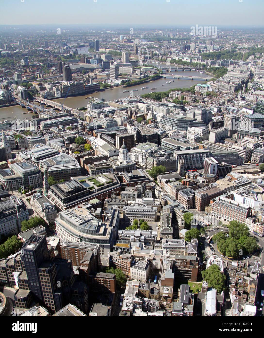 Luftaufnahme von St. Barts Hospital in London mit Thames Stockbild