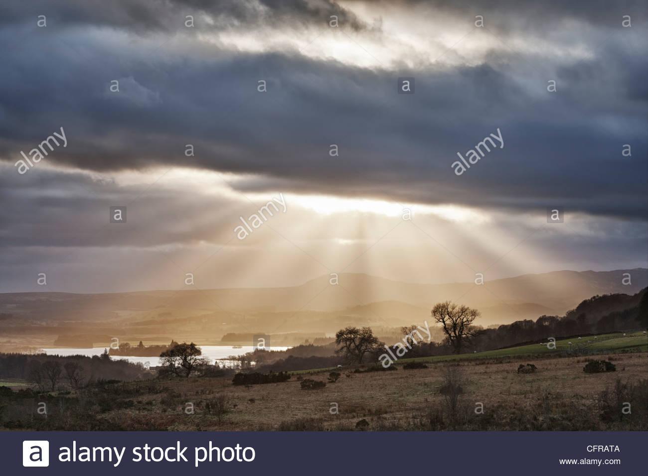 Sunburst über See von Menteith, Bezirk Stirling, Schottland, UK Stockbild