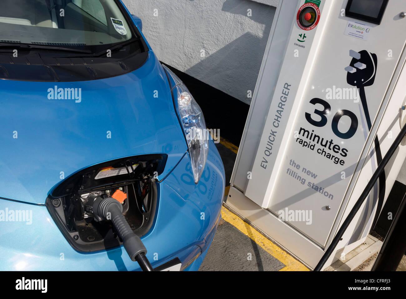 schnellladen ein elektroauto nissan leaf an eine elektrische