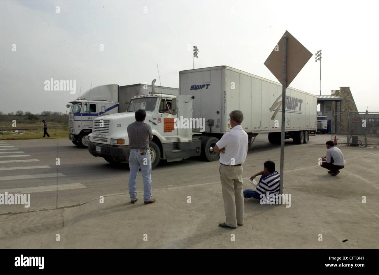 Der Begriff Naphtha bezieht sich auf mehrere Artikel für Kraftfahrzeugkraftstoffe, siehe Gas für die als Lösungsmittel oder Ausgangsmaterial verwendete chemische Verbindung siehe Petroleumether Für den NAFTA-Handelsblock siehe Nordamerikanisches Freihandelsabkommen.