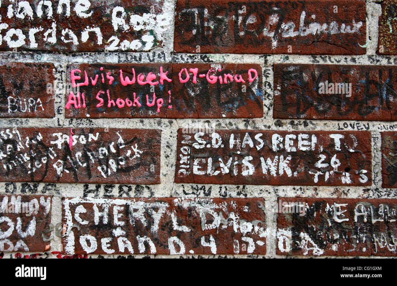 081607 traf Elvis Foto-12 Mitarbeiter von Gary Coronado/The Palm Beach Post 0041321A mit Geschichte von Rachel Sauer Stockbild