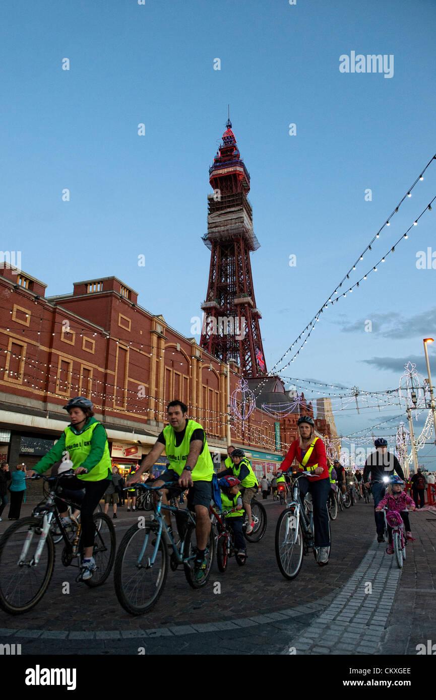Blackpool, UK. 28. August 2012. Jedes Jahr, Radfahrer aller Altersgruppen und Fähigkeiten mit alles von Kiddies Stockfoto