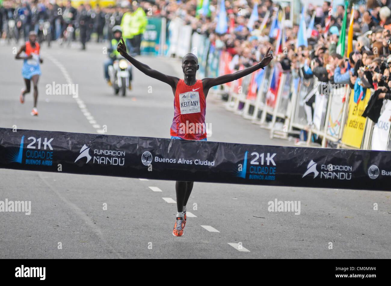 9. September 2012 - Buenos Aires, Buenos Aires, Argentinien - dicht gefolgt von Landsmann Robert Kipkorir Kwambai, Stockfoto