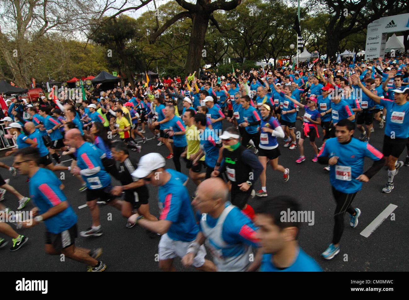 9. September 2012 - Buenos Aires, Buenos Aires, Argentinien - über 14.000 Läufer nahmen 21 k Buenos Aires Maraton. Stockfoto