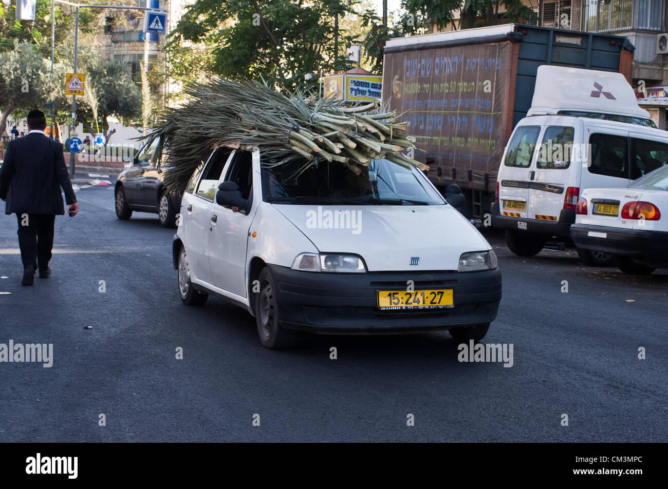 Ein Auto Fahrt Mit S Chach Oder Stroh Auf Der Dachterrasse Als Das