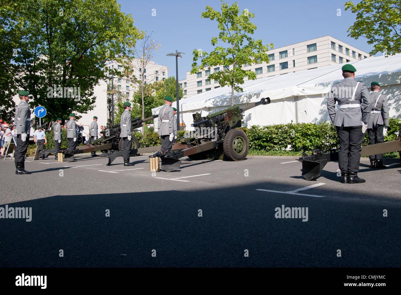 Howitzers stockfotos howitzers bilder alamy for Tag der offenen tur berlin
