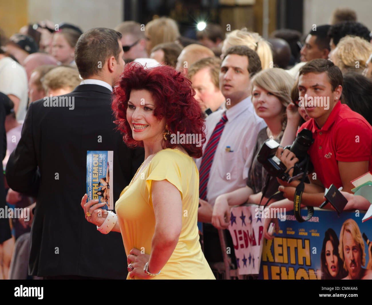 Cleo Rocos an Keith Lemon Film, Premiere Odeon Leicester Square in London Uk Montag, 20. August 2012. Stockbild