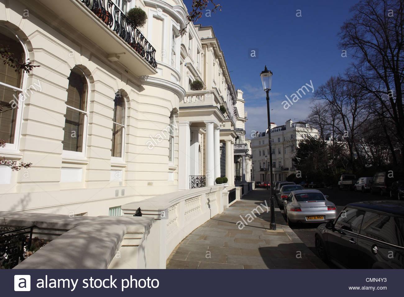 Eine Seite Ansicht Zeile Stadthaus in London Stockbild