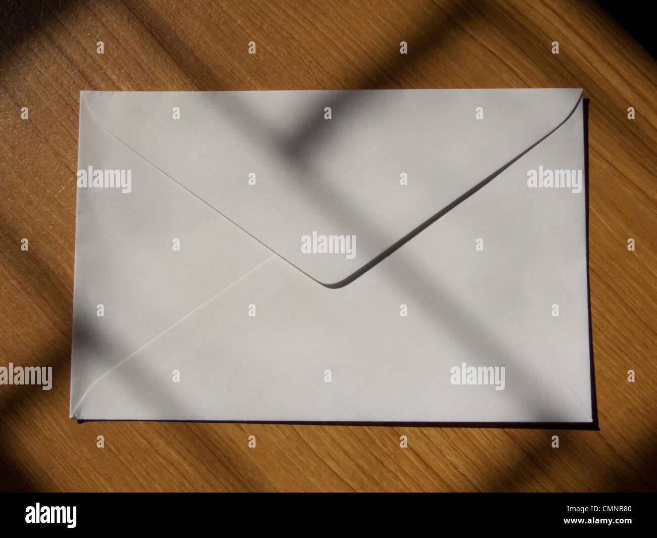 Leere Karte, Grußkarte und Umschlag Stockbild