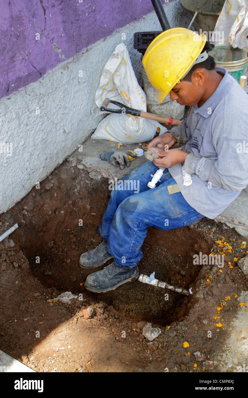 Bezirk Barranco Lima Peru Calle Rosello Bürgersteig Sedapal Wasser und Abwasserkanal öffentliche Infrastruktur Stockbild