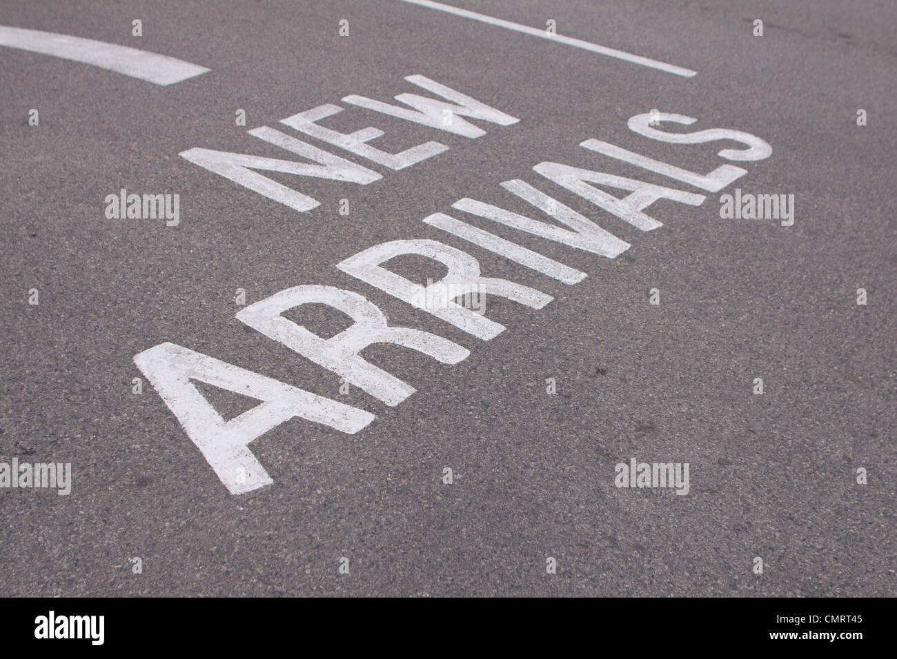 Neue Ankünfte Straße Markierung am Eingang zum Campingplatz in Großbritannien. Stockbild