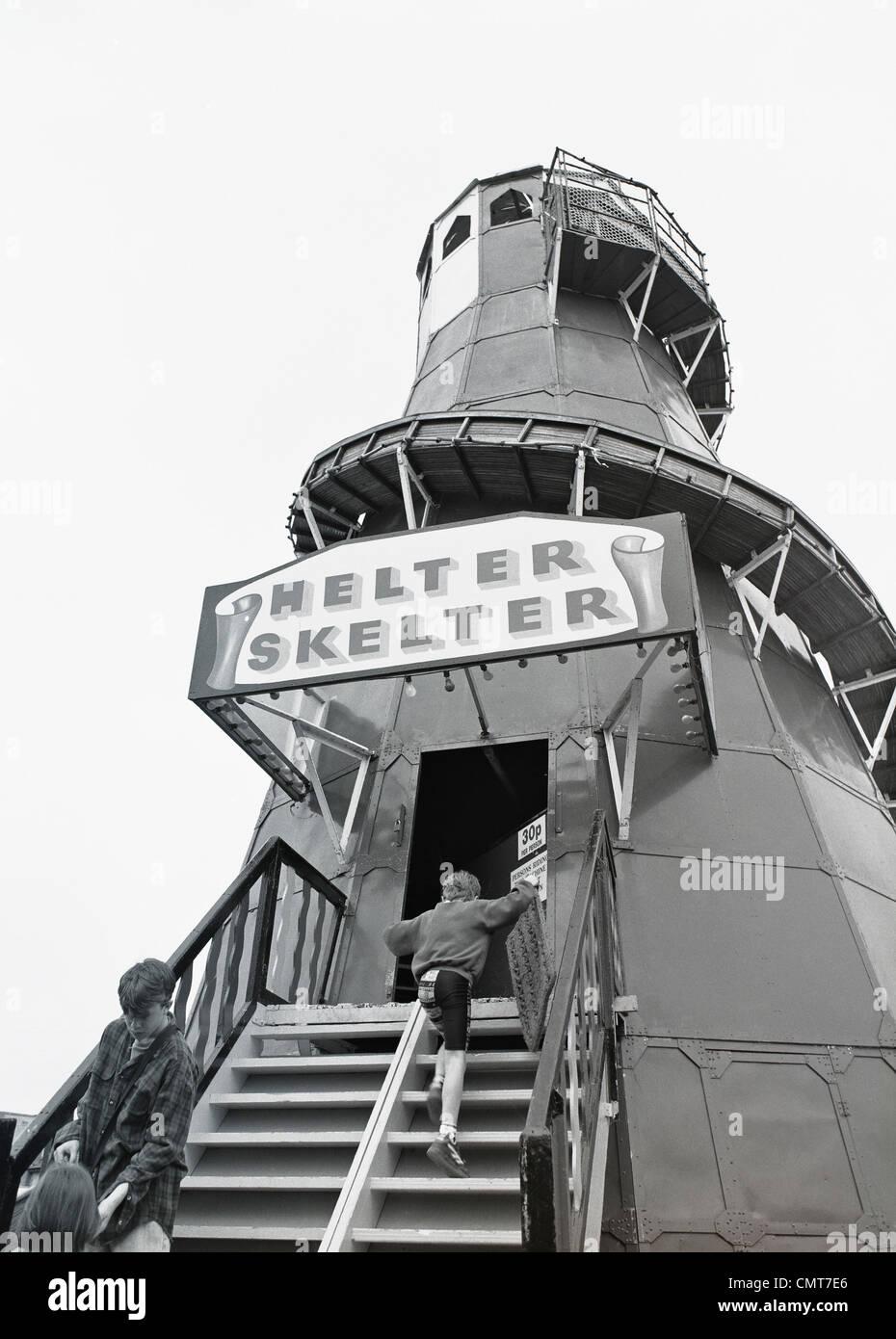 Eine Helter Skelter Jahrmarktsattraktion gebräuchlich in den 1980er Jahren - Schären, County Dublin, Irland Stockbild
