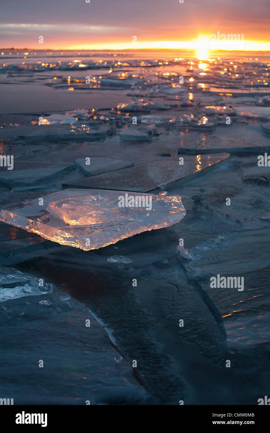 Sonnenuntergang über Eis Stockbild