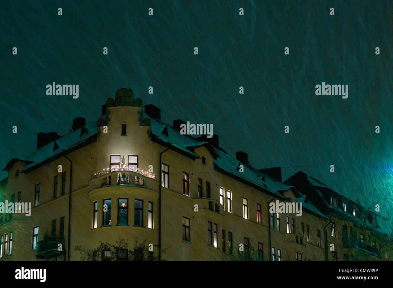 Regentropfen auf Wohnhaus Stockbild