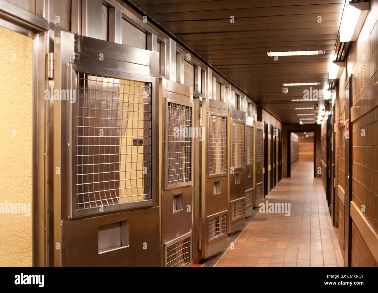 Ein Flur Mit Türen Zu Halten Zellen Im Keller Des Hauses Sheriff Court.