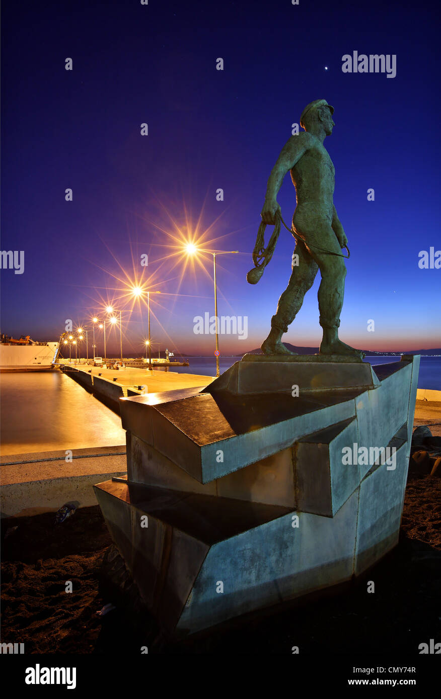 Die Statue des Seglers aus Vatika am Hafen Neapolis, Lakonia, Peloponnes, Griechenland Stockbild