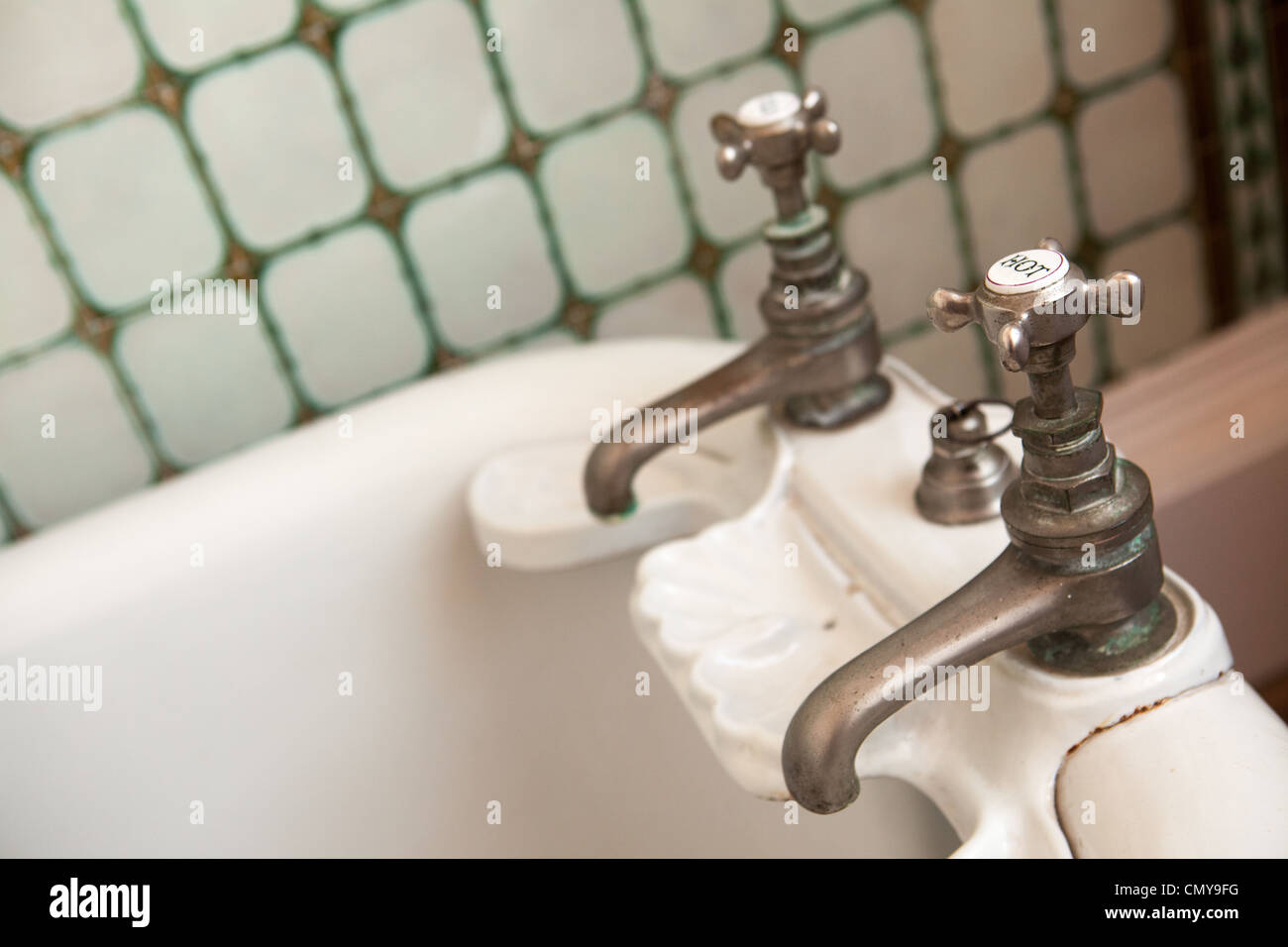 Hot And Cold Taps Stockfotos & Hot And Cold Taps Bilder - Alamy