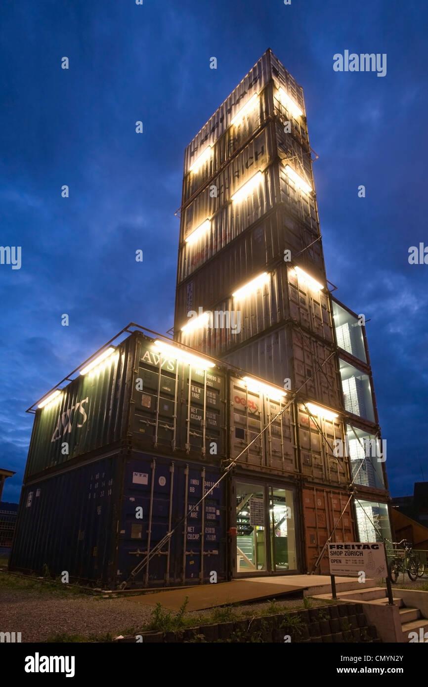 Schweiz-Zürich, Freitag-Concept-Store, Farbrics von trendigen Taschen im Kreis 5 in 17 alte Container Stockbild
