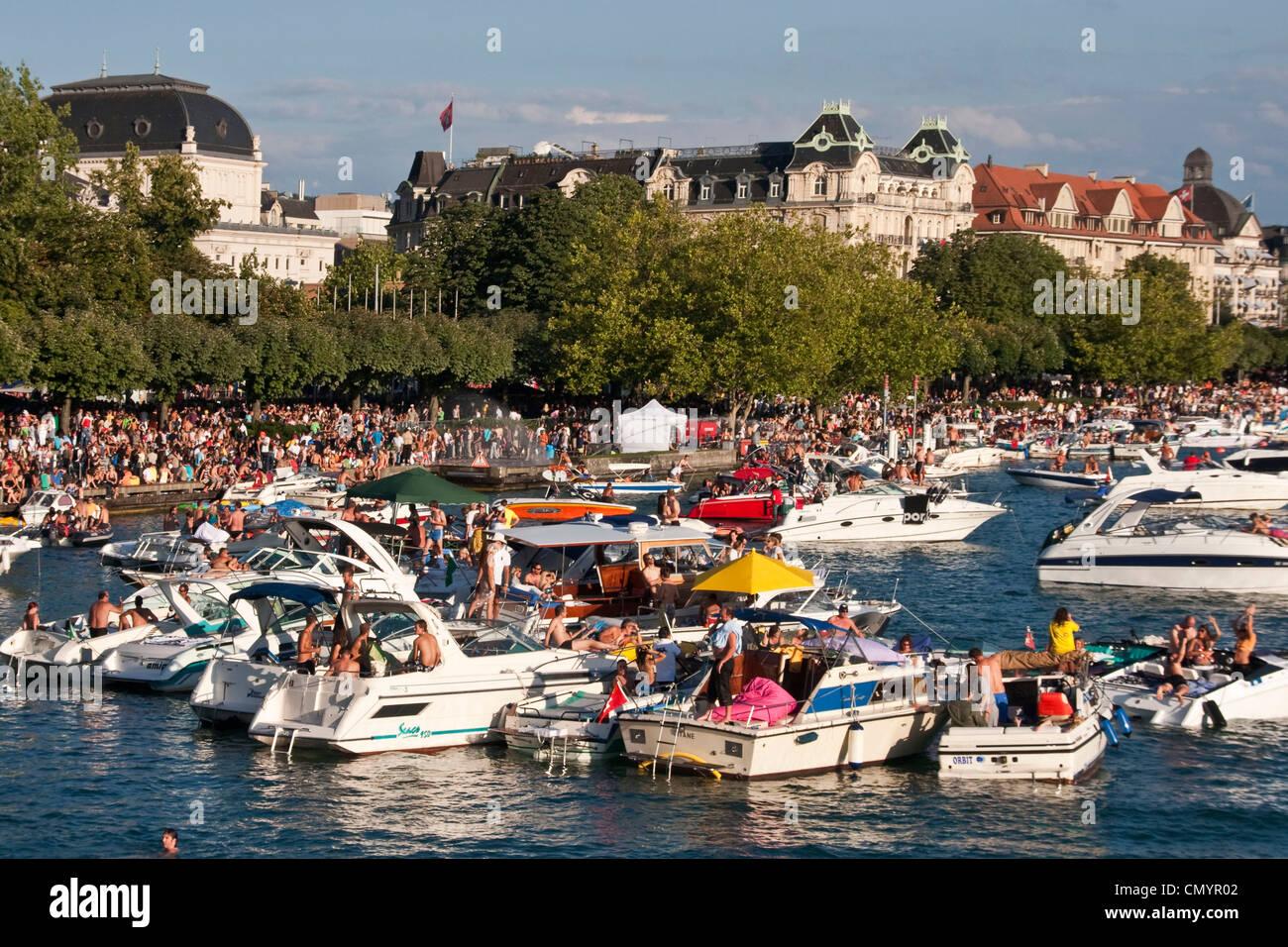 Schweiz, Zürich, Streetparade, Party-Boote am Zürichsee Stockbild