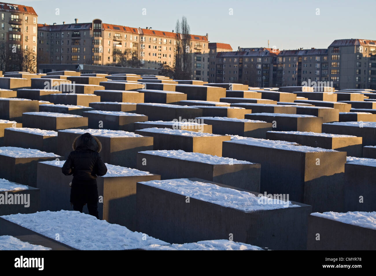 Berliner Holocaust-Mahnmal im Winter, Beton Fünfergruppe vom Architekten Peter Eisenmann Stockbild