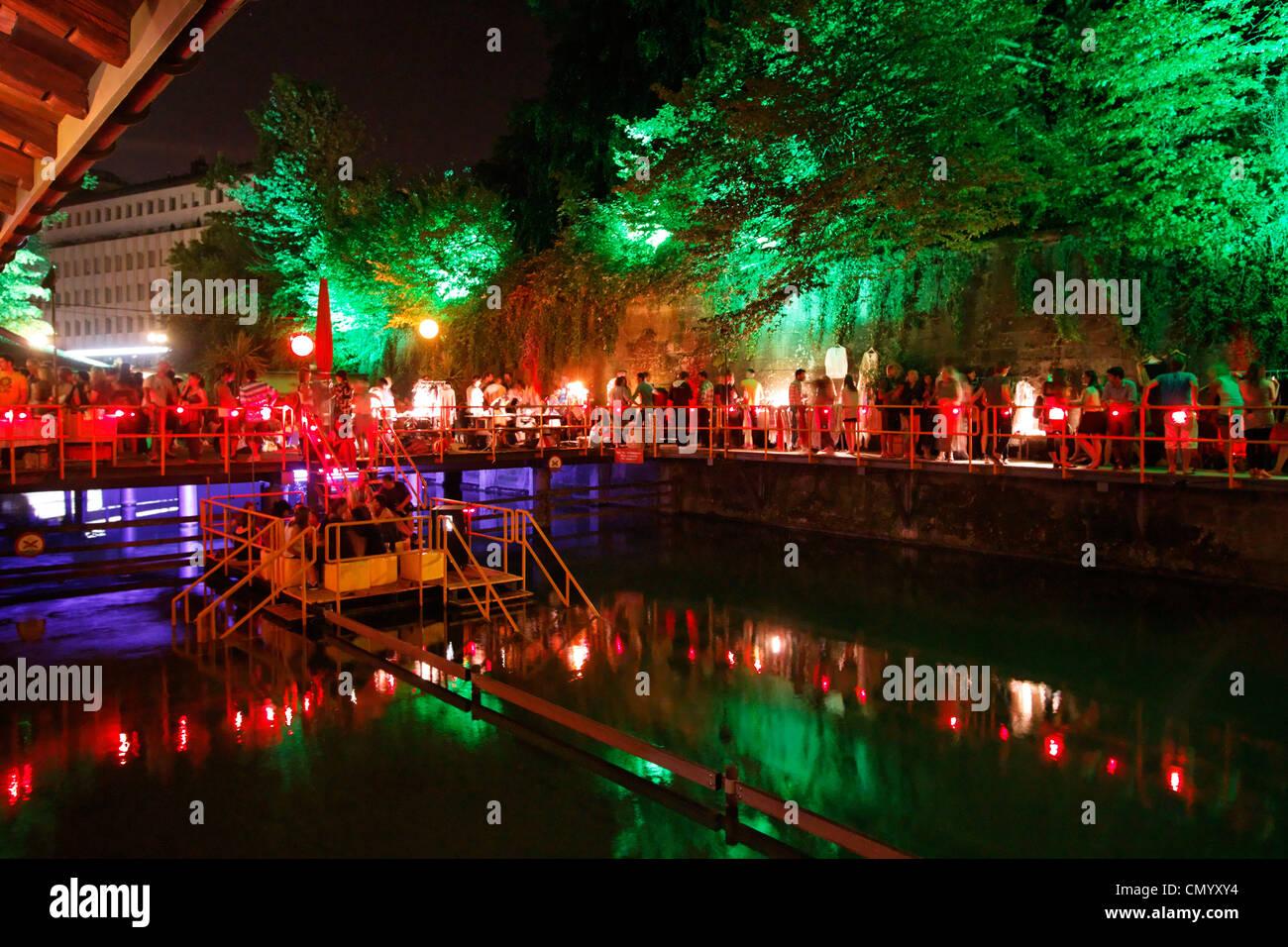 Rimini-Bar mit Beleuchtung in der Nacht, Zürich, Schweiz Stockbild