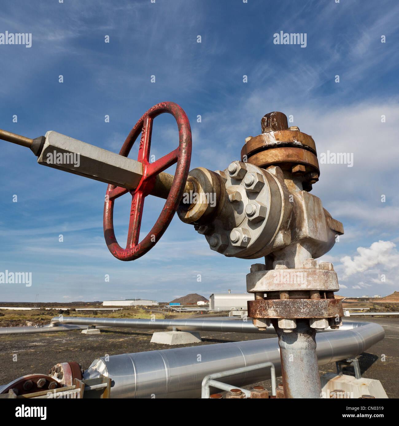 Rohre im Gunnhver Reykjanes geothermischen Kraftwerk, Halbinsel Reykjanes, Island Stockbild