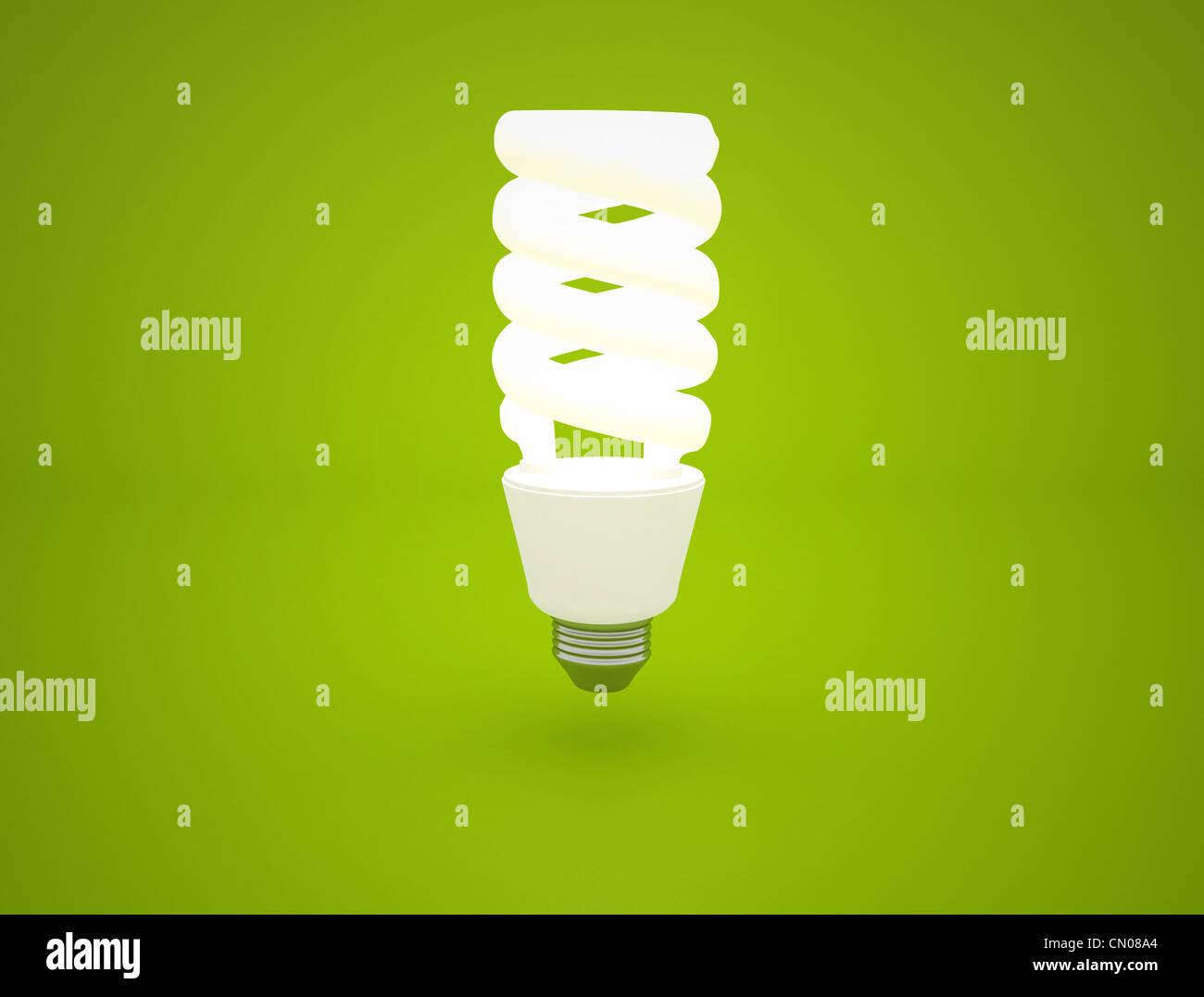 leuchtende Glühbirne Idee auf grünem Hintergrund Stockbild