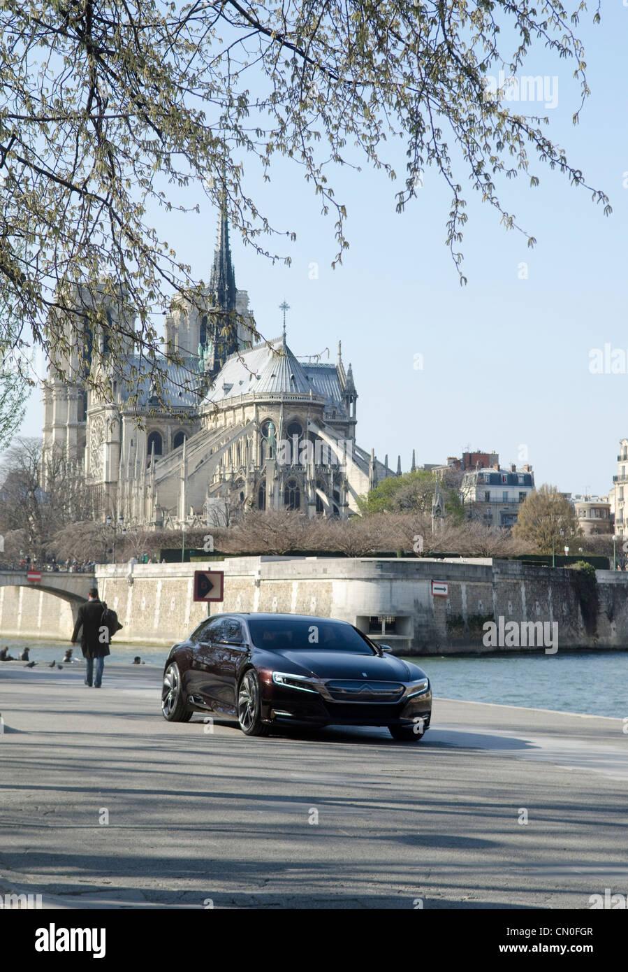 Citroen-Konzeptfahrzeug am Ufer der Seine in Paris. Erwarteten offiziellen Enthüllung auf der Peking Motor Stockbild