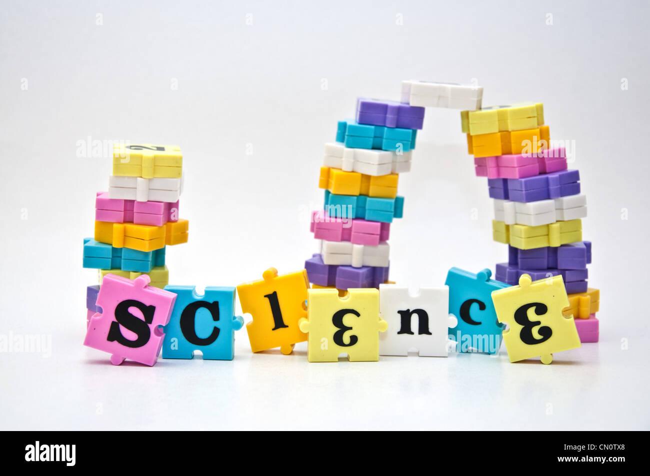 Wort Wissenschaft geschrieben mit Stücken von einem Kinder-Wort-Puzzle-Spiel. Stockbild
