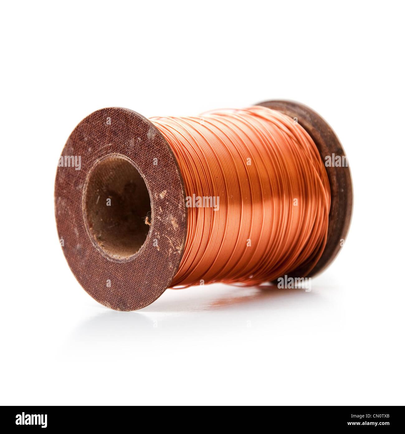 Kupferdraht auf einer Spule aufgerollt Stockfoto, Bild: 47348067 - Alamy