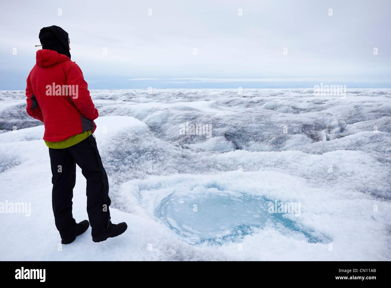 Grönlands Inlandeis - Blick auf den spaltenreichen Gletscher im Sommer - Herr Stockbild