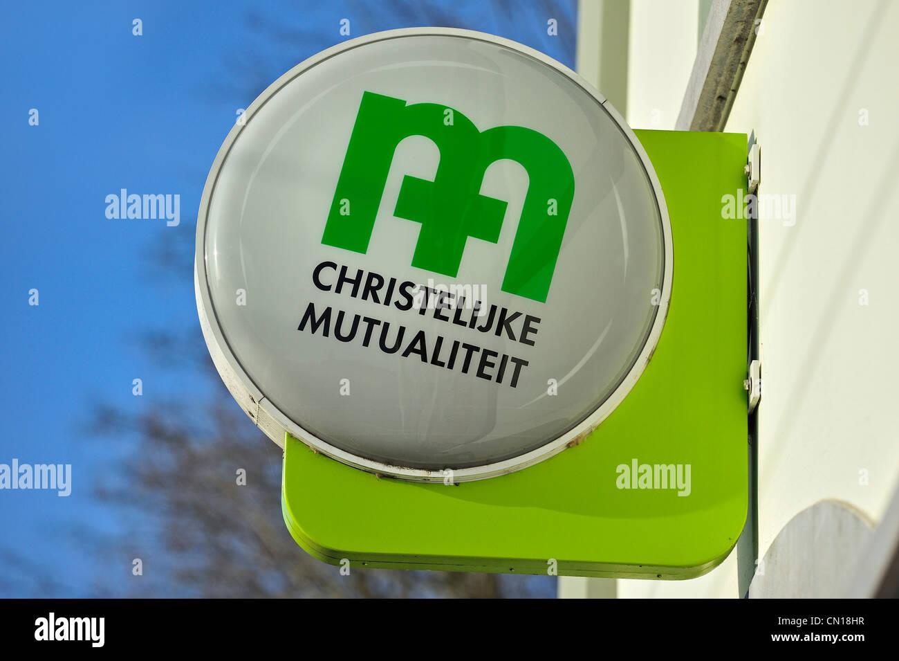 Schild mit Logo des christlichen National Health Service / CM / Christelijke Mutualiteit, Flandern, Belgien Stockbild